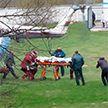Подростка, зацепившего высоковольтную линию во время рыбалки, доставили в Минск на вертолете
