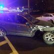 Водитель на Hyundai врезалась в припаркованный Mercedes. Ей стало плохо