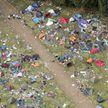 Посмотрите, сколько мусора и палаток  оставили британцы после одного из фестивалей (ФОТО)