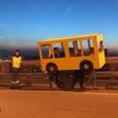 Во Владивостоке четыре парня надели костюм автобуса, чтобы пересечь закрытый для пешеходов мост (ВИДЕО)