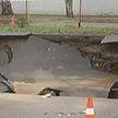 В Минске на улице Фабричной образовалась пропасть: прорвало  канализационный коллектор