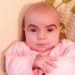 Женщина сделала брови новорождённой дочке