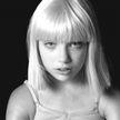 «Боль деморализует»: певица Sia рассказала о страданиях из-за редкого заболевания