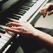 Мальчик хотел научится играть на пианино, но папа посмеялся над его желанием. Парень вырос и доказал — отец зря шутил