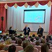 Депутаты и активисты «Белой Руси» провели открытый урок в минской школе