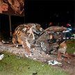 В Могилеве легковой автомобиль разбился о столб. Три человека пострадали