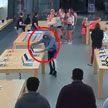 Подростки ограбили магазин Apple в Калифорнии за 30 секунд (ВИДЕО)