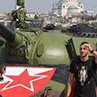 Футбольные фанаты припарковали советский танк перед стадионом