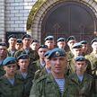 Военнослужащие поздравили учителей с Днем знаний (ВИДЕО)