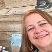 Искавшая много лет потерянную сестру женщина оказалась ее соседкой