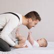 Отцовский отпуск могут продлить и сделать оплачиваемым в Беларуси