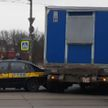 Такси и грузовик столкнулись на трамвайных путях в центре Минска