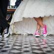 Зажигательный танец на свадьбе: мать жениха «задвинула» невесту (ВИДЕО)