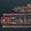 Грузовое судно опрокинулось в испанском порту