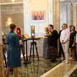 Белорусским медикам устроили экскурсию по Дворцу Независимости