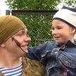 Витебские десантники устроили фаер-шоу для юных зрителей