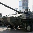 Land Rover столкнулся с боевой машиной десанта в России (Видео)