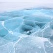 Вы должны это увидеть: рыболовы смастерили карусель из… льдины и покатались на ней (ВИДЕО)