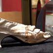 Стало известно, за сколько продали на аукционе туфельку Марии-Антуанетты