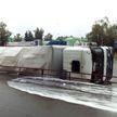 Фура перевернулась на оживленном перекрестке в Витебске