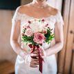 Женщина пришла на свадьбу своей двоюродной сестры в белом длинном платье и была обругана