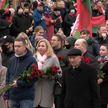 В 103-ю годовщину Октябрьской революции в Минске возложили венки и цветы к памятнику Ленину