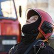 Женщина висела в окне четвертого этажа квартиры в Минске: ее спасли