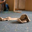 Женщина устроила погром в квартире соседки, в которой она нашла носки мужа
