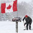 Мощные снегопады привели к остановке работы аэропортов на востоке Канады
