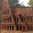 На месте бывшей свалки в Индии построили Колизей, Эйфелеву башню и Статую Свободы (ВИДЕО)