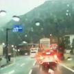 Авто прямо на дороге подбросило в воздух (ВИДЕО)