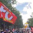 Во Франции профсоюзы призывают к забастовке из-за антиковидных ограничений