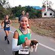Участница марафона подобрала на дистанции бездомного щенка, а потом пробежала с ним в руках ещё 30 км
