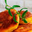 Пирожки с яйцом и луком. Рецепт телеведущей Екатерины Тишкевич