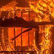 В Старых Дорогах мужчина чуть на сгорел сам, пытаясь потушить пожар