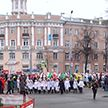 Деды Морозы со всей Беларуси приехали в Гомель и прошлись по городу новогодней колонной