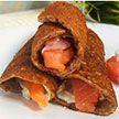 Тонкие блинчики из льняной муки с красной рыбой и творожным сыром. Рецепт Екатерины Тишкевич