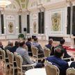 Лукашенко: Народ - наше главное богатство. Президент Беларуси вручил госнаграды