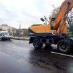Экскаватор не уступил дорогу и протаранил грузовой фургон в Минске. Пострадал ребенок