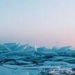 Капчагайское водохранилище  в Казахстане замерзло:  посмотрите, как обломки льда удивительно переливаются на солнце!