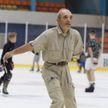70-летний пенсионер из Кобрина станцевал на льду и взорвал Интернет (ВИДЕО)