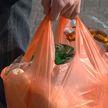 В Гродно у прохожего отобрали пакет с продуктами