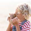 А вы разрешаете своему коту точить когти на диване? Смотрите, как нужно разговаривать с пушистым!(ВИДЕО)