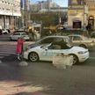 В центре Киева блондинка изрубила топором Porsche (ВИДЕО)