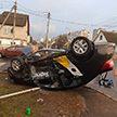 Жуткая авария в Минске: автомобиль «Яндекс Такси» врезался в машину и перевернулся – есть пострадавшие