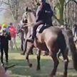Активисты на улицах Варшавы столкнулись с конной полицией