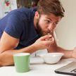 Утро начинается не с кофе: почему проснувшись не стоит брать телефон в руки
