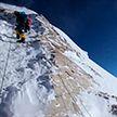 Опасная вершина: сотни туристов пытаются подняться на Эверест, но далеко не все возвращаются обратно