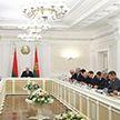 «Нужны конкретные предложения»: Александр Лукашенко проводит совещание по экономическим вопросам
