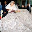 Дженнифер Лопес прошлась по улицам Нью-Йорка в роскошном свадебном платье